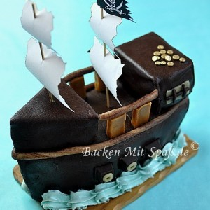 Piratenschiff- Torte